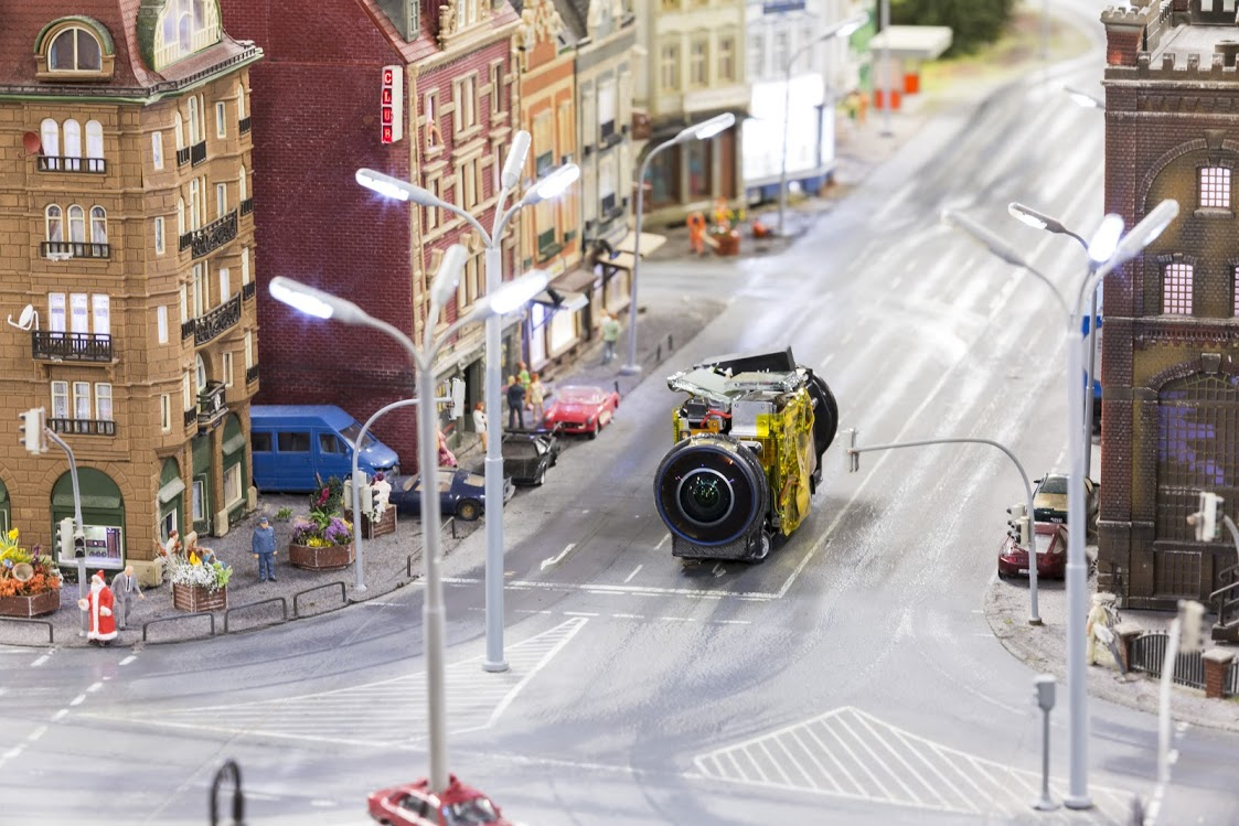 street view google maps ios with Miniatur Wunderland Decouvrez Le Monde Miniature Avec Google Street View on La Matriz De Boston Bcg as well Google Maps Finally Arrives In The App Store moreover Telemarketing Definicion Servicios moreover  likewise Ios Sdk.