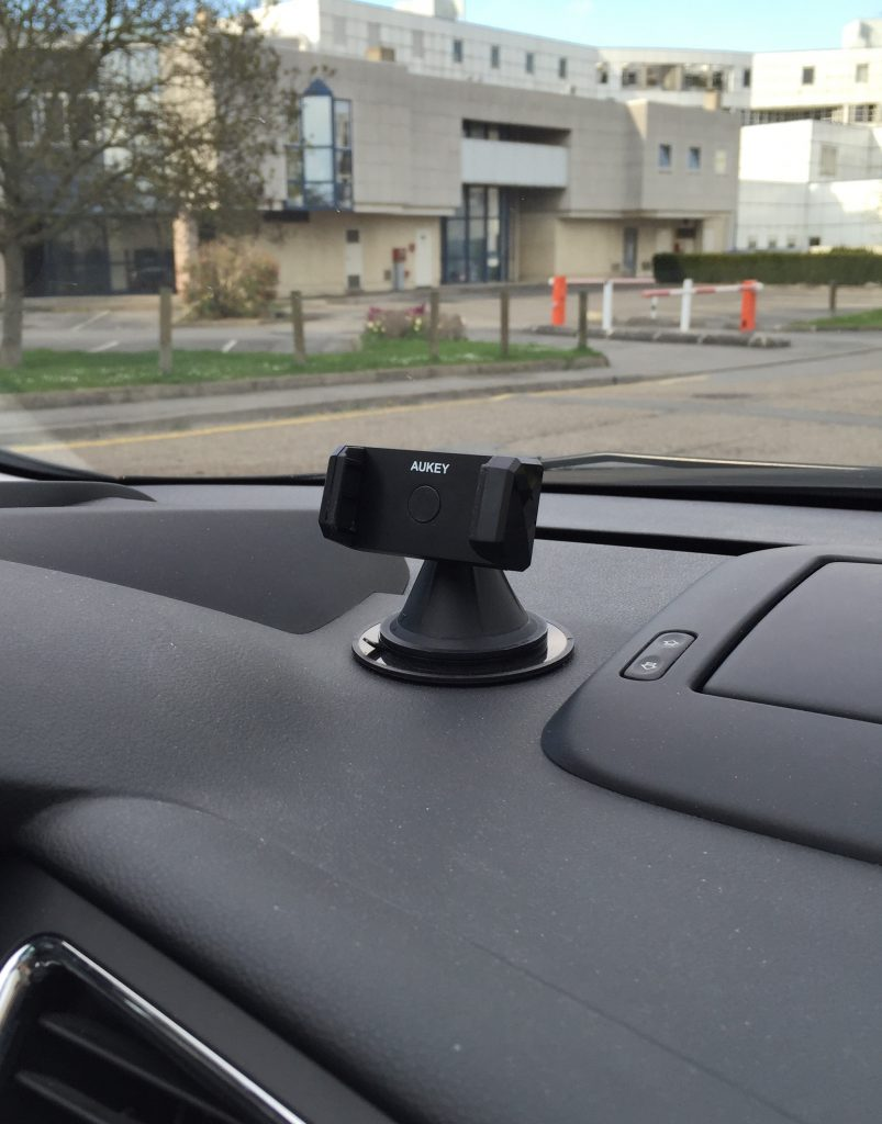 test-support-voiture-rotatif-aukey-26