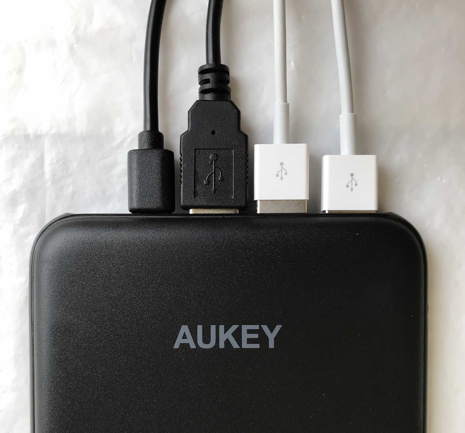 test de la batterie externe 4 ports de sortie et 3 d 39 entr e 20000 mah pb y14 aukey jcsatanas. Black Bedroom Furniture Sets. Home Design Ideas