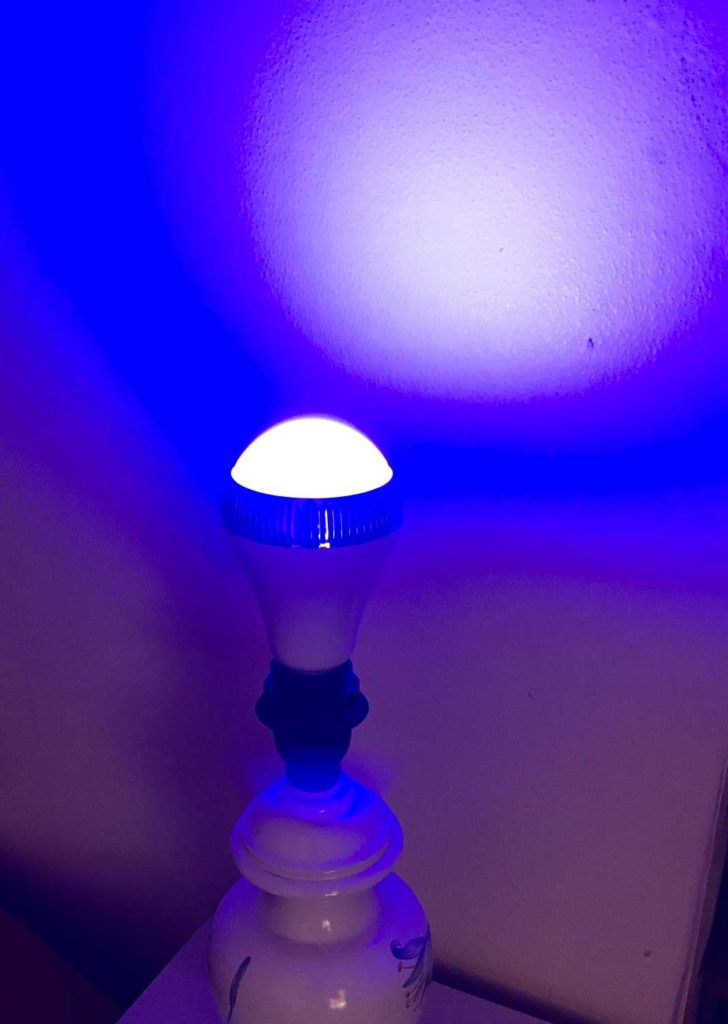 test de l 39 ampoule led couleur avec enceinte bluetooth morpilot. Black Bedroom Furniture Sets. Home Design Ideas