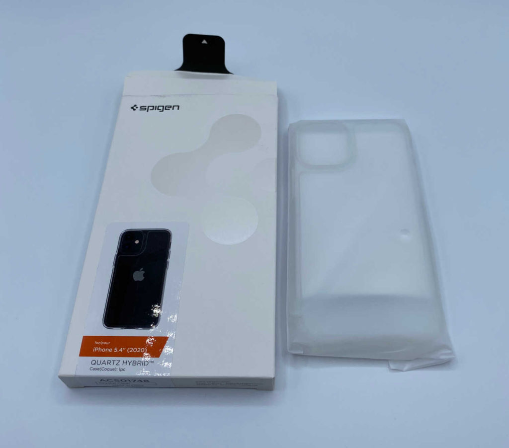 Test de la coque Spigen Quartz Hybrid pour iPhone 12 mini